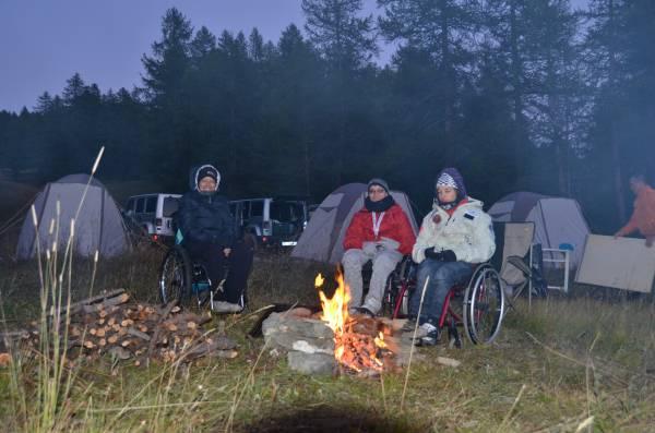 Fuoco e preparativi per la notte nelle tende Ferrino - Forte Champlas Seguin